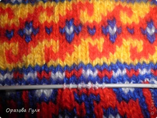 Здесь орнаменты для двух размеров. Желтый для 42-43, и с голубой полосой 36-37 ( по числу петель меняется рисунок). Орнамент я привезла из Туркмении. фото 14