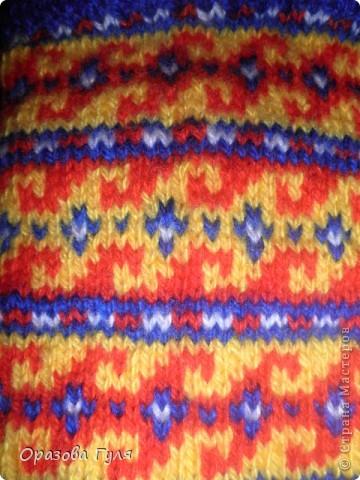 Здесь орнаменты для двух размеров. Желтый для 42-43, и с голубой полосой 36-37 ( по числу петель меняется рисунок). Орнамент я привезла из Туркмении. фото 15