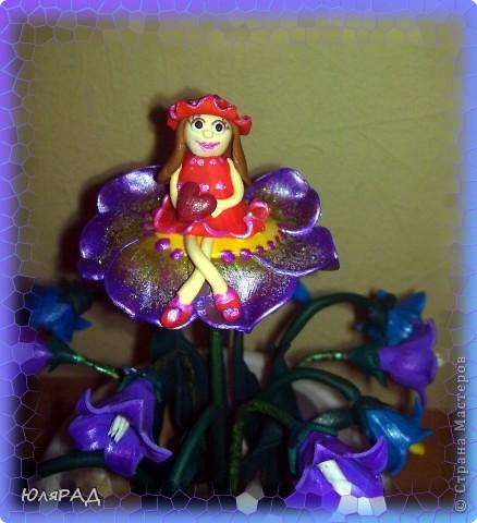 Сделала букетик колокольчиков, но чего-то не хватало............решила добавить Дюймовочку на цветочке. Простенько, но доченьке понравилось)))0 фото 2