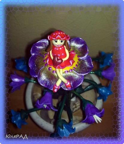 Сделала букетик колокольчиков, но чего-то не хватало............решила добавить Дюймовочку на цветочке. Простенько, но доченьке понравилось)))0 фото 5
