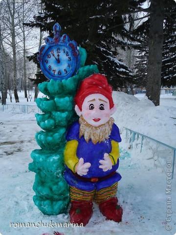 Вот такой снежный городок сделали воспитанники нашего детского дома совместно с воспитателями. фото 1