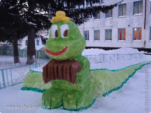Вот такой снежный городок сделали воспитанники нашего детского дома совместно с воспитателями. фото 10
