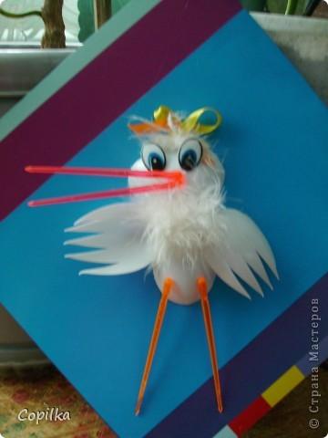 Для изготовления такого журавлика нужны 4 пластиковые ложки с предварительно отрезанными ручками(отрезать осторожно,чтобы не треснули!) фото 7