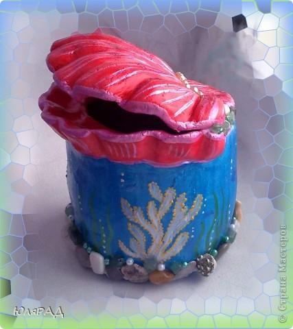 Решила сделать копилочку из солёного теста.......... идею подглядела у Ирины Мартиашвили . Оформила в виде ракушки и морского дна................... осталось только накопить на море)))))) фото 9