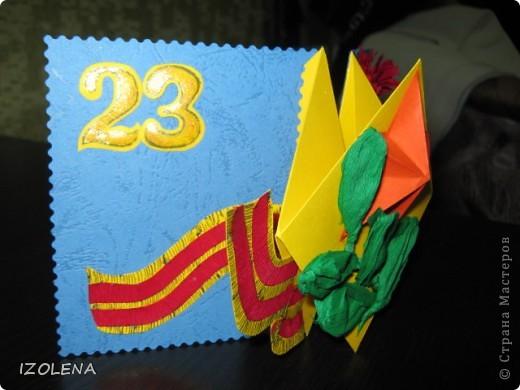 На переднем плане: выпуклая звезда (вырезана при помощи оригами); листья - из креповой бумаги. фото 2