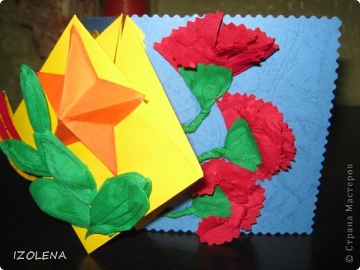 На переднем плане: выпуклая звезда (вырезана при помощи оригами); листья - из креповой бумаги. фото 3