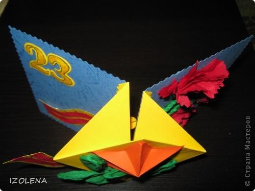 На переднем плане: выпуклая звезда (вырезана при помощи оригами); листья - из креповой бумаги. фото 4