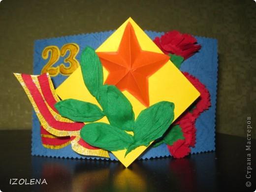 На переднем плане: выпуклая звезда (вырезана при помощи оригами); листья - из креповой бумаги. фото 1