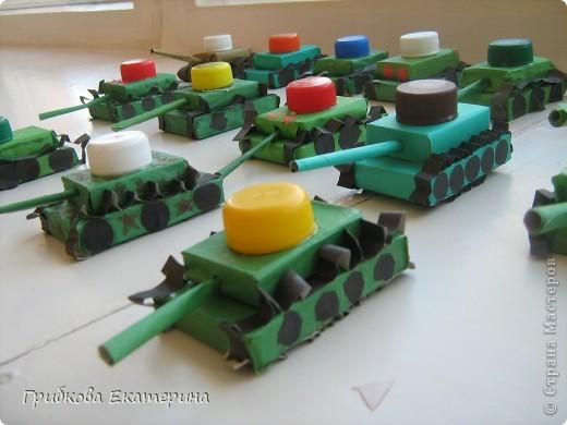 Вот такие танки получились у нас с подгоровительной группой в подарок папам на 23 февраля:-) фото 1