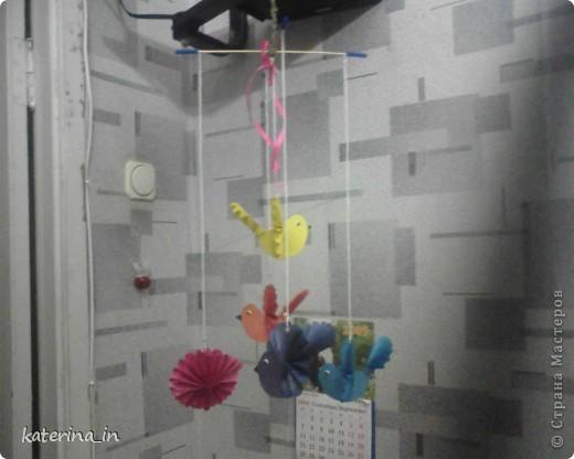 Корзина с цветами.Корзина сделана из шпагата, переплетенного на спичках,а зелень и цветы-полиетиленовые пакеты. фото 3