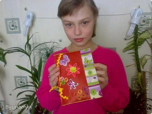 Пришла ко мне соседская детдомовская девочка Анжела очень расстроенная-нечего подарить маме на День рождения.Посидели мы с ней, подумали и решили сделать открытку. фото 4