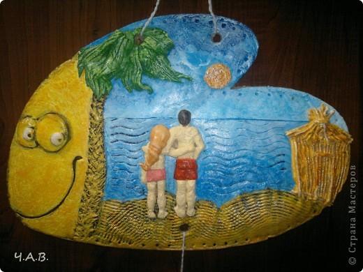 Моя тетя любимая просила вылепить из теста парня с девушкой у моря.  И я решила совместить рыбку с тем, что было задумано в начале. Вот так родилась моя рыбка))) фото 1