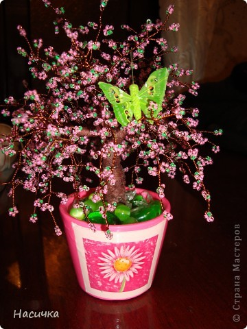 Цветущая сакура из бисера.Делала примерно месяц,но результат очень порадовал.Смотрится нежно и красиво! фото 1