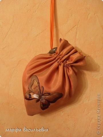 Однажды мне на глаза попалась клубничка-сумка.Я повторяться не люблю,нашила других ,всяких разных.Вам даю упрощенную версию. фото 17