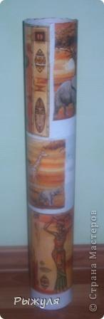 Вот такую вазу можно сделать из тубуса от обоев. фото 4