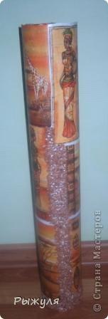 Вот такую вазу можно сделать из тубуса от обоев. фото 5