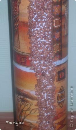 Вот такую вазу можно сделать из тубуса от обоев. фото 6