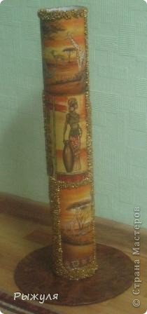 Вот такую вазу можно сделать из тубуса от обоев. фото 12
