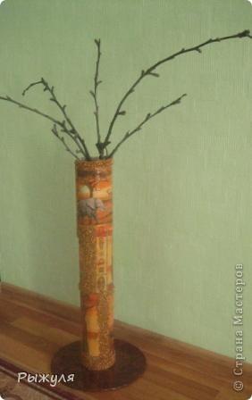Вот такую вазу можно сделать из тубуса от обоев. фото 1