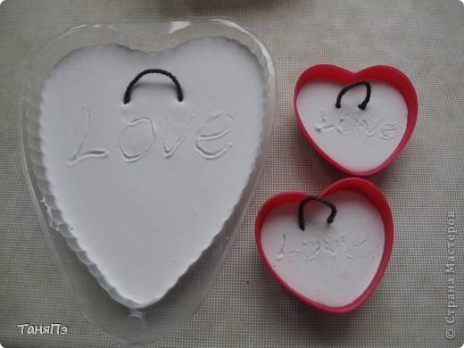 Так мне понравилась идея мастерицы Марина К,что решила тоже попробовать. Взяла подходящие формы: большая-крышка от тортика, а маленькие -это коробочка от конфет, использовала и дно и крышку.  фото 3