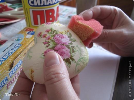 Так мне понравилась идея мастерицы Марина К,что решила тоже попробовать. Взяла подходящие формы: большая-крышка от тортика, а маленькие -это коробочка от конфет, использовала и дно и крышку.  фото 8