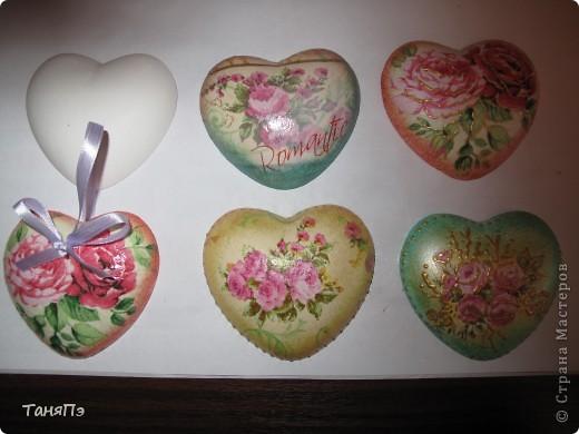 Так мне понравилась идея мастерицы Марина К,что решила тоже попробовать. Взяла подходящие формы: большая-крышка от тортика, а маленькие -это коробочка от конфет, использовала и дно и крышку.  фото 6