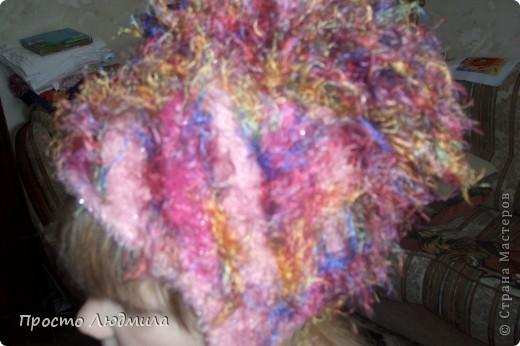 Идея шапочки рождается в зависимости от времени года, настроения и костюма. Мне надоели помпоны, но в литературе по вязанию не нашла интересных альтернативных идей. Хочу поделиться как я их заменила и что из этого получилось. Это, конечно не МК, а просто объяснялки. фото 9