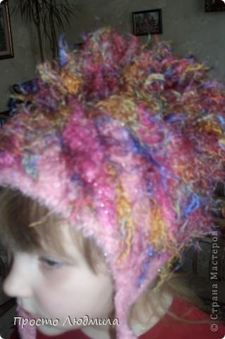 Идея шапочки рождается в зависимости от времени года, настроения и костюма. Мне надоели помпоны, но в литературе по вязанию не нашла интересных альтернативных идей. Хочу поделиться как я их заменила и что из этого получилось. Это, конечно не МК, а просто объяснялки. фото 10