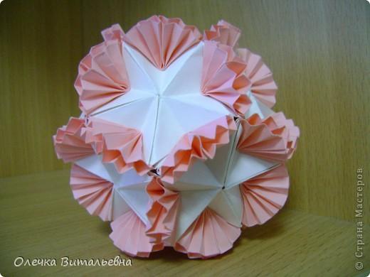 Ко мне на занятия кружка оригами ходят дети 2-6 классов. Земфира учится во 3 классе. Кусудамы начали делать вместе с мамой.  Вот первый результат. фото 4
