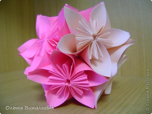 Ко мне на занятия кружка оригами ходят дети 2-6 классов. Земфира учится во 3 классе. Кусудамы начали делать вместе с мамой.  Вот первый результат. фото 3