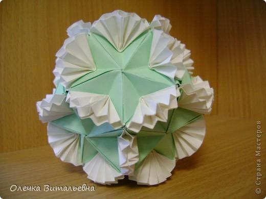 Ко мне на занятия кружка оригами ходят дети 2-6 классов. Земфира учится во 3 классе. Кусудамы начали делать вместе с мамой.  Вот первый результат. фото 2