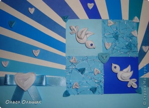 Вот ещё одна открытка для игры по скетчу. Идея Насти-младшей дочери,реализовывали вместе.В эти сети любви попались уже два голубка и замечательное чувство между ними вспыхнуло. Для изготовления открытки понадобились самые простые материалы: цветная бумага (сине-голубых оттенков) ,картон,полосы для квиллинга,ленточка, бисер.