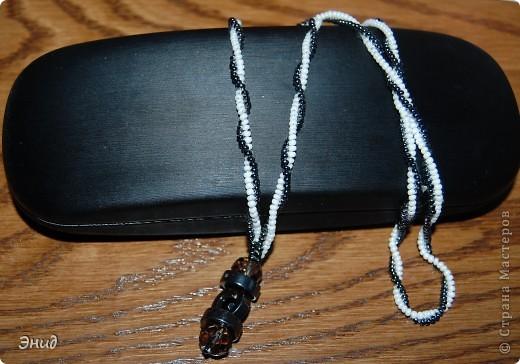 Бисероплетение.  Техника.  Подвешен на жгут, выполненный в технике Жгут ндебеле или елочка.