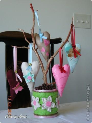 """Очень понравилось """"сердечное"""" деревце по ссылке http://stranamasterov.ru/node/144799, решила сделать своё, тем более что сердечки к тому моменту уже начали шиться! фото 1"""