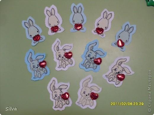 Моим деткам от 2 до 3 лет,но про подарки на праздники для родных мы то же не забываем.Вот и сегодня готовимся к дню Святого Валентина.Для воплощения идеи нам понадобились шаблоны зайчиков (всё таки год кролика), фото 9