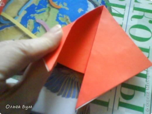 """Это сердце умеет биться! Оно двигается и стучит! Эта забавная динамическая модель оригами настоящая игрушка - мы все подносили друг другу к уху и слушали! Сзади у неё треугольный хвостик, который если сжимать, серединка выгибается вперёд, а """"крылышки"""" назад, при этом слышно """"стук"""". А если около уха держишь, то ещё больше похоже. Мы были в восторге.  фото 9"""
