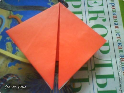 """Это сердце умеет биться! Оно двигается и стучит! Эта забавная динамическая модель оригами настоящая игрушка - мы все подносили друг другу к уху и слушали! Сзади у неё треугольный хвостик, который если сжимать, серединка выгибается вперёд, а """"крылышки"""" назад, при этом слышно """"стук"""". А если около уха держишь, то ещё больше похоже. Мы были в восторге.  фото 10"""