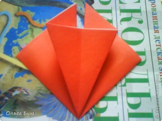 """Это сердце умеет биться! Оно двигается и стучит! Эта забавная динамическая модель оригами настоящая игрушка - мы все подносили друг другу к уху и слушали! Сзади у неё треугольный хвостик, который если сжимать, серединка выгибается вперёд, а """"крылышки"""" назад, при этом слышно """"стук"""". А если около уха держишь, то ещё больше похоже. Мы были в восторге.  фото 11"""