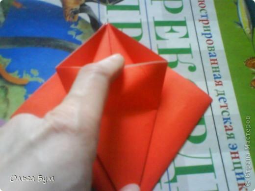 """Это сердце умеет биться! Оно двигается и стучит! Эта забавная динамическая модель оригами настоящая игрушка - мы все подносили друг другу к уху и слушали! Сзади у неё треугольный хвостик, который если сжимать, серединка выгибается вперёд, а """"крылышки"""" назад, при этом слышно """"стук"""". А если около уха держишь, то ещё больше похоже. Мы были в восторге.  фото 13"""
