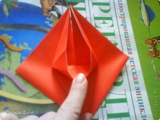 """Это сердце умеет биться! Оно двигается и стучит! Эта забавная динамическая модель оригами настоящая игрушка - мы все подносили друг другу к уху и слушали! Сзади у неё треугольный хвостик, который если сжимать, серединка выгибается вперёд, а """"крылышки"""" назад, при этом слышно """"стук"""". А если около уха держишь, то ещё больше похоже. Мы были в восторге.  фото 14"""