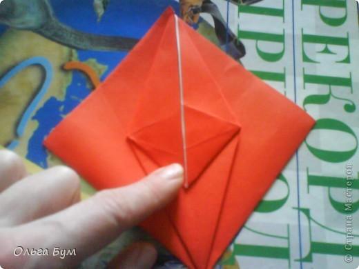 """Это сердце умеет биться! Оно двигается и стучит! Эта забавная динамическая модель оригами настоящая игрушка - мы все подносили друг другу к уху и слушали! Сзади у неё треугольный хвостик, который если сжимать, серединка выгибается вперёд, а """"крылышки"""" назад, при этом слышно """"стук"""". А если около уха держишь, то ещё больше похоже. Мы были в восторге.  фото 15"""