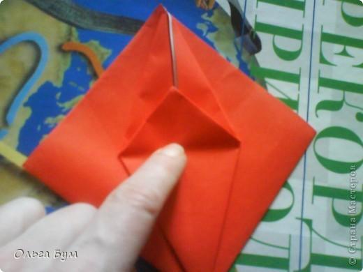 """Это сердце умеет биться! Оно двигается и стучит! Эта забавная динамическая модель оригами настоящая игрушка - мы все подносили друг другу к уху и слушали! Сзади у неё треугольный хвостик, который если сжимать, серединка выгибается вперёд, а """"крылышки"""" назад, при этом слышно """"стук"""". А если около уха держишь, то ещё больше похоже. Мы были в восторге.  фото 16"""