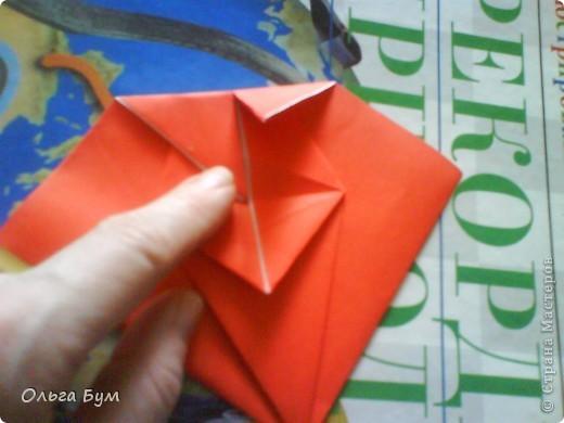 """Это сердце умеет биться! Оно двигается и стучит! Эта забавная динамическая модель оригами настоящая игрушка - мы все подносили друг другу к уху и слушали! Сзади у неё треугольный хвостик, который если сжимать, серединка выгибается вперёд, а """"крылышки"""" назад, при этом слышно """"стук"""". А если около уха держишь, то ещё больше похоже. Мы были в восторге.  фото 17"""
