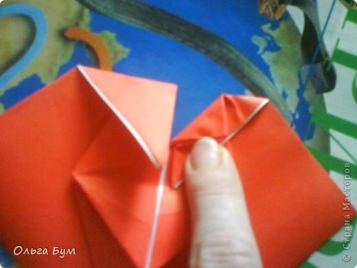 """Это сердце умеет биться! Оно двигается и стучит! Эта забавная динамическая модель оригами настоящая игрушка - мы все подносили друг другу к уху и слушали! Сзади у неё треугольный хвостик, который если сжимать, серединка выгибается вперёд, а """"крылышки"""" назад, при этом слышно """"стук"""". А если около уха держишь, то ещё больше похоже. Мы были в восторге.  фото 18"""