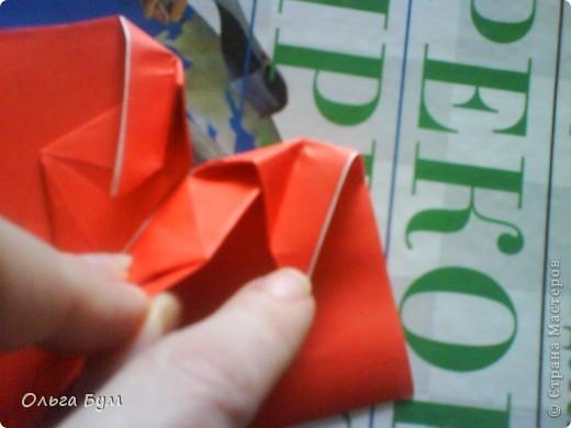 """Это сердце умеет биться! Оно двигается и стучит! Эта забавная динамическая модель оригами настоящая игрушка - мы все подносили друг другу к уху и слушали! Сзади у неё треугольный хвостик, который если сжимать, серединка выгибается вперёд, а """"крылышки"""" назад, при этом слышно """"стук"""". А если около уха держишь, то ещё больше похоже. Мы были в восторге.  фото 20"""