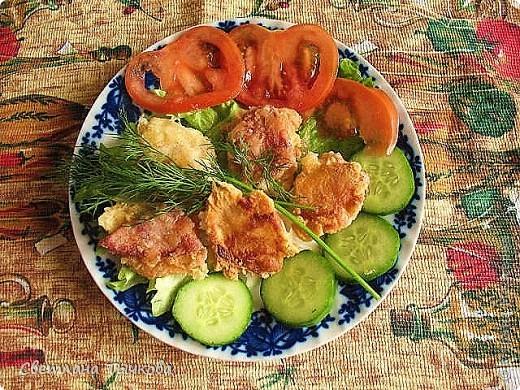 На 4 порции:ветчина-250гр сыр-200гр. мука-50гр. раст.масло-50гр. яйца-2шт. помидоры-2шт. огурцы-2шт. соль,перец чёрный молотый,зелень укропа,листья зелёного салата