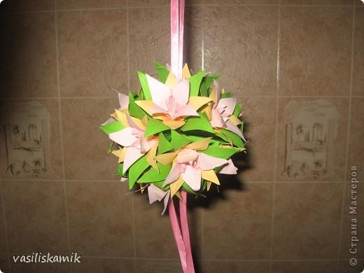Лилия, 12 цветочков. Когда сшила, показалось что 12ти маловато. Утром сделаю еще 4, думаю будет в самый раз фото 1