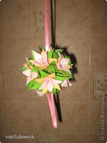 Лилия, 12 цветочков. Когда сшила, показалось что 12ти маловато. Утром сделаю еще 4, думаю будет в самый раз фото 2
