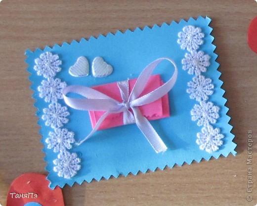 Вот такие валентинки мы делали с пятиклассницами.  Бантик развязывается, а там сложенное сердечко. Идею подсмотрела здесь на сайте:http://stranamasterov.ru/user/16084 фото 1