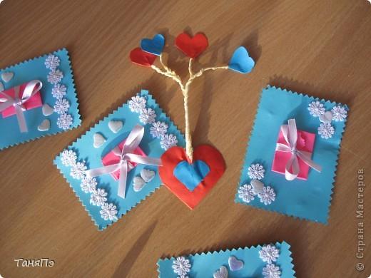 Вот такие валентинки мы делали с пятиклассницами.  Бантик развязывается, а там сложенное сердечко. Идею подсмотрела здесь на сайте:http://stranamasterov.ru/user/16084 фото 3
